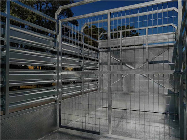 12' x 6' cattle trailer, internal view of the Midway stock trailer