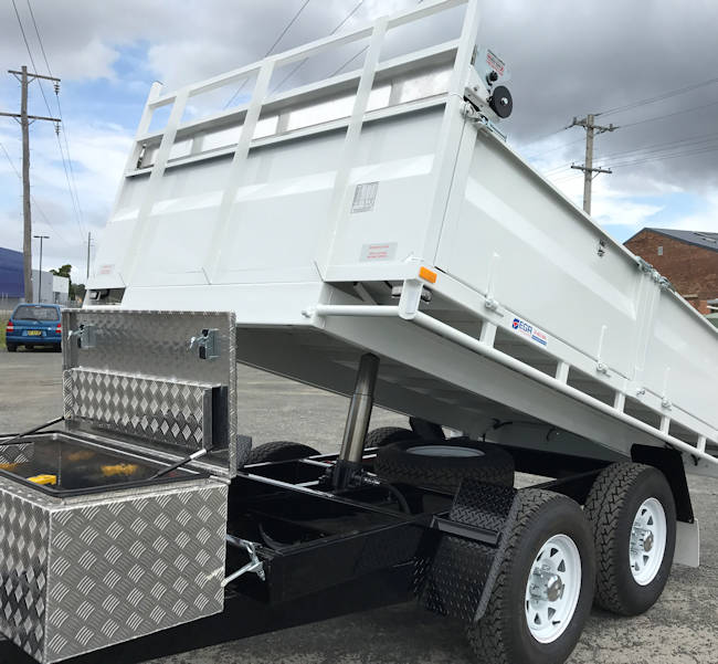 Hydraulic Tipping Trailer in Operation at Macksville